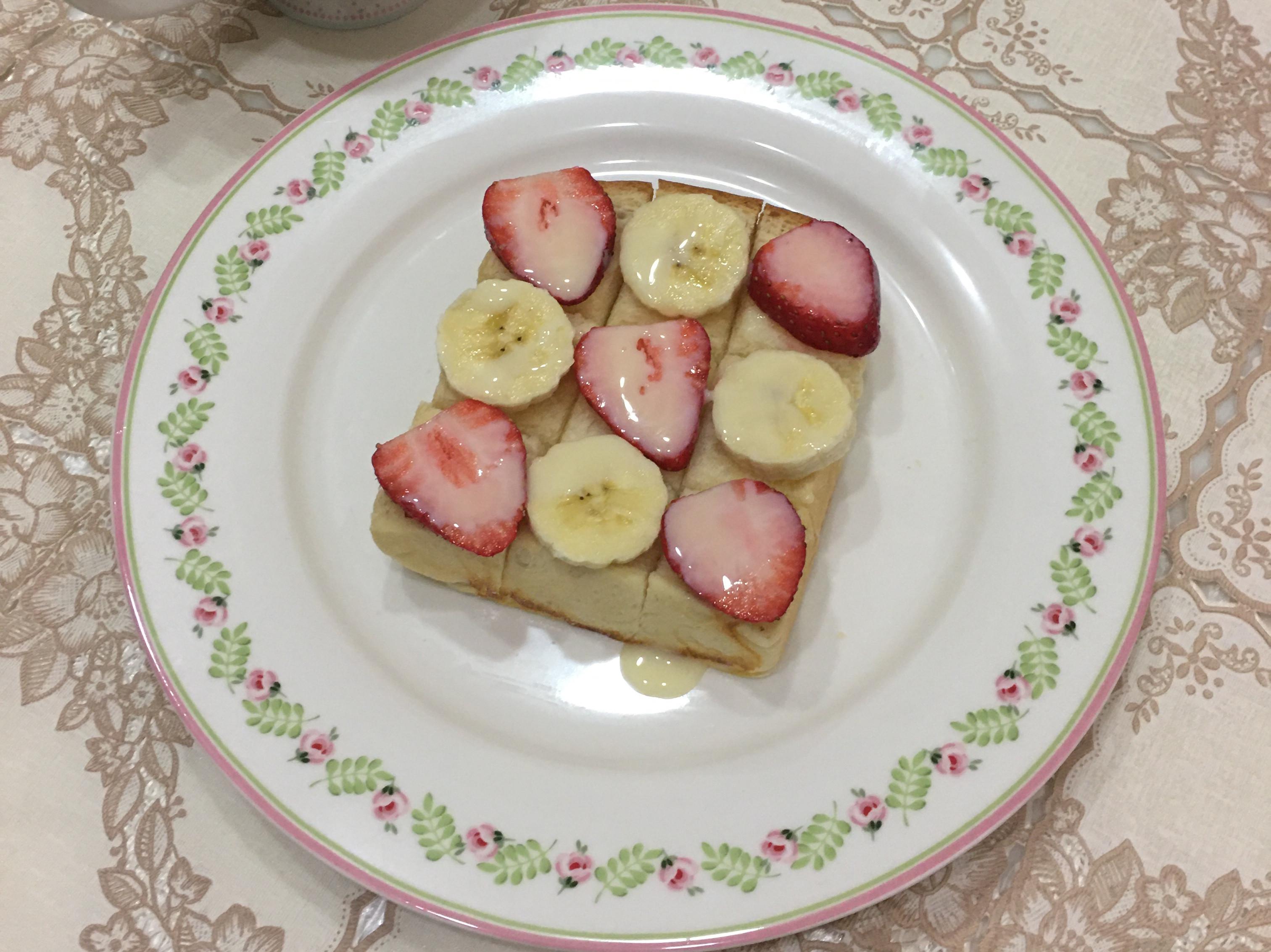 情人節快樂之草莓香蕉煉乳厚吐司