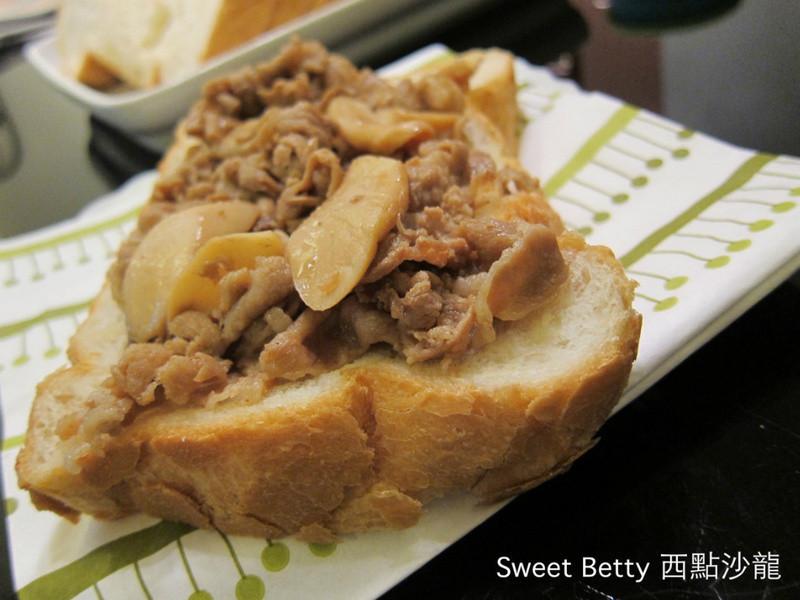 鮮菇梅花豬厚片吐司