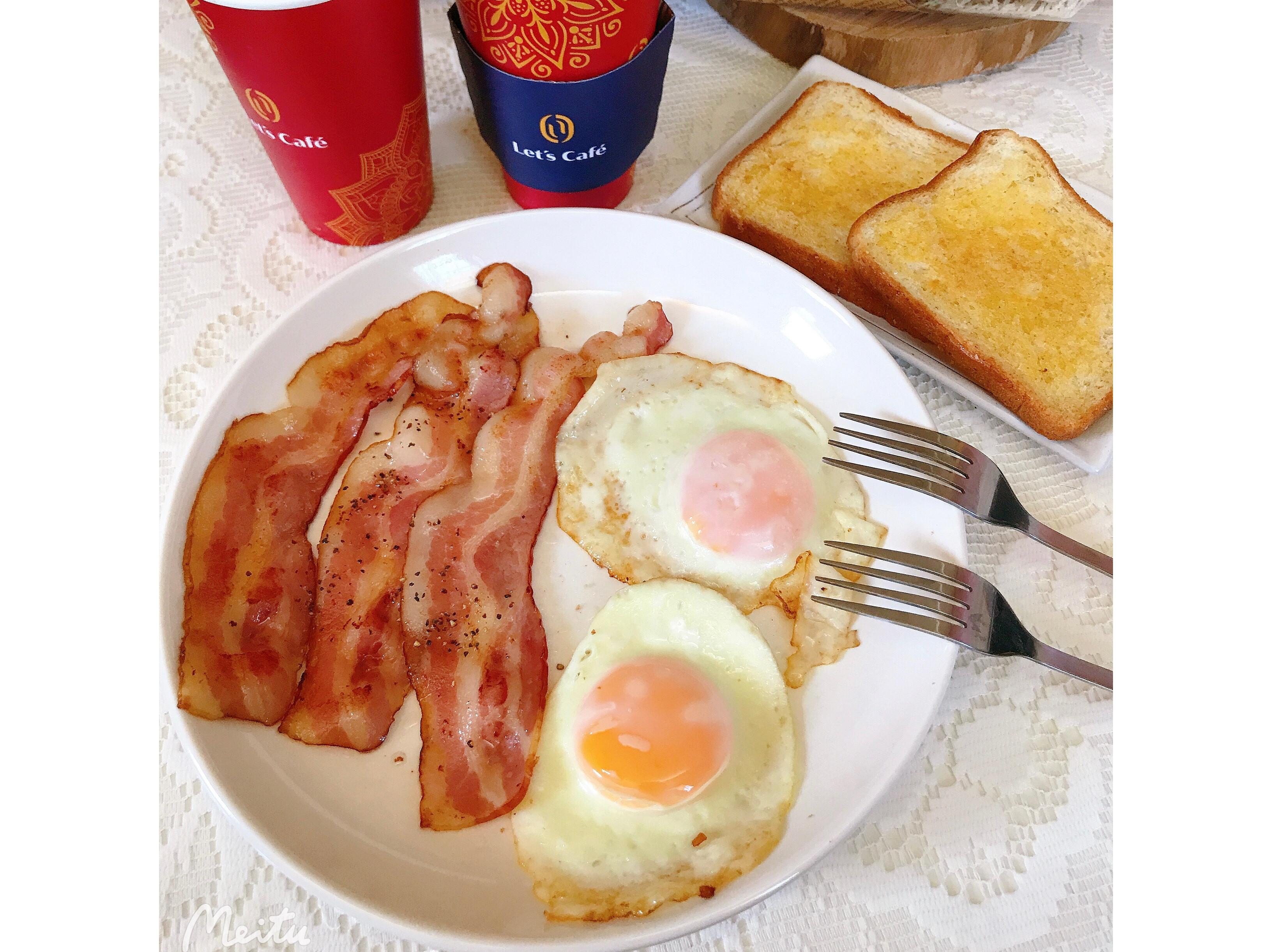 霍爾早餐(培根 荷包蛋 奶油吐司)