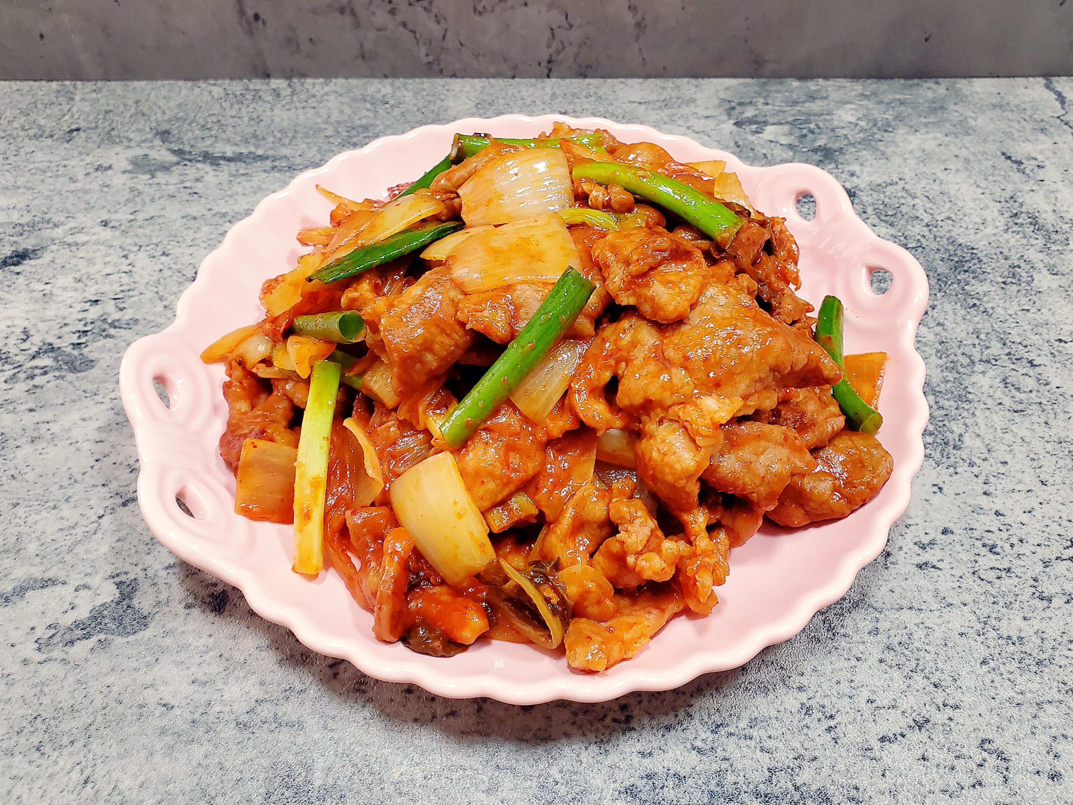 辣炒泡菜豬