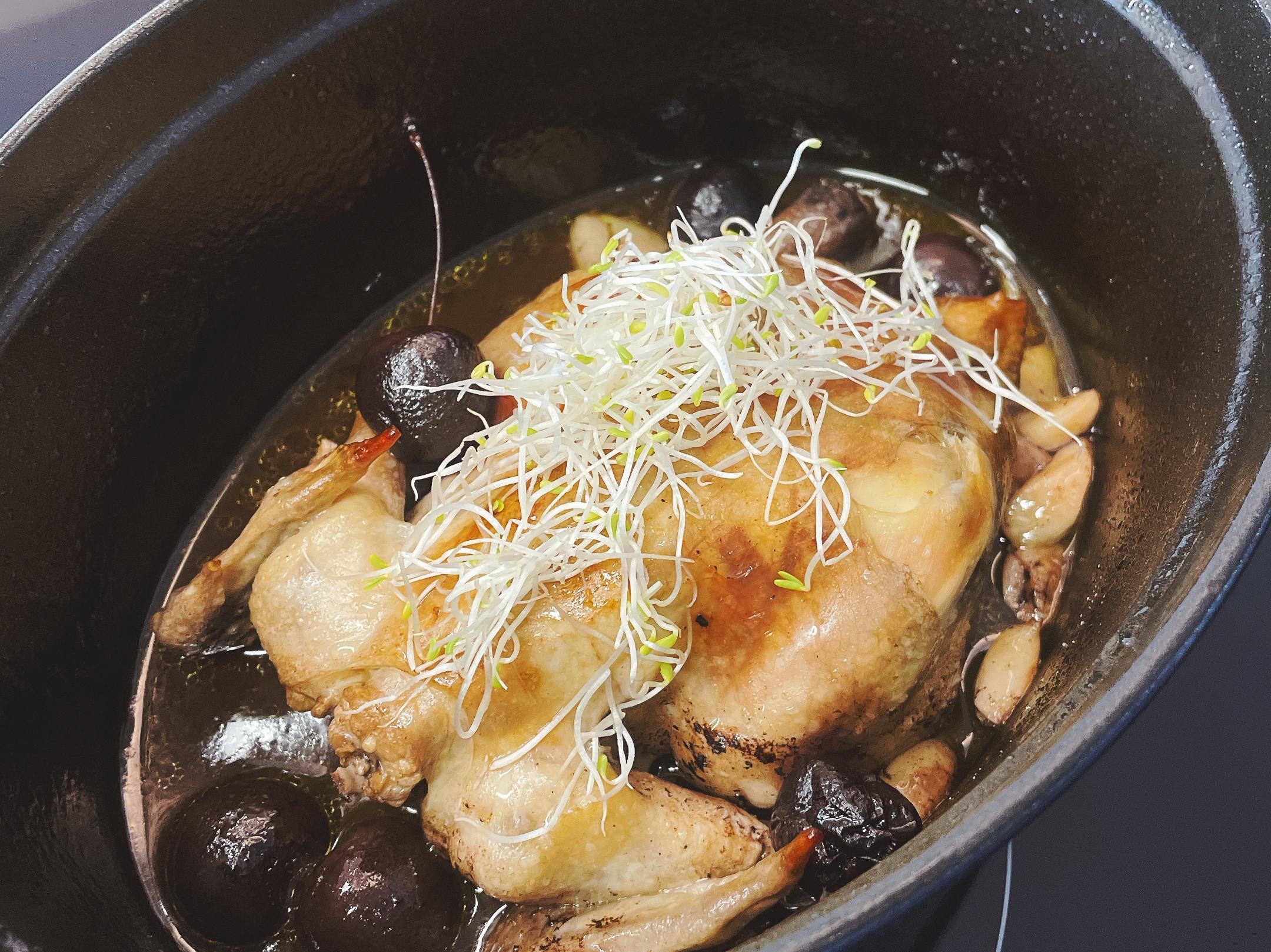 鑄鐵鍋-香燉紅酒櫻桃春雞