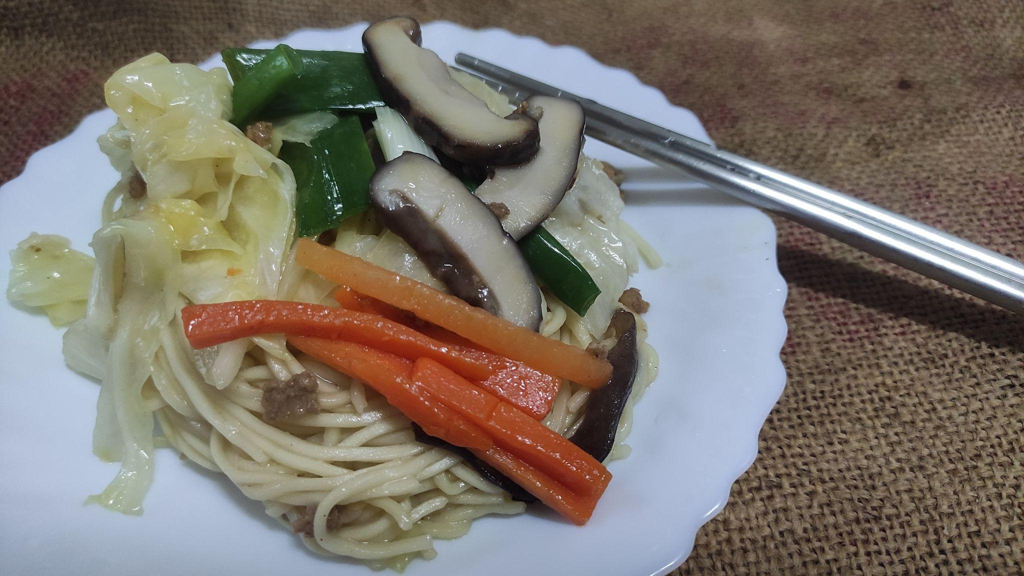 鮮蔬台式炒麵
