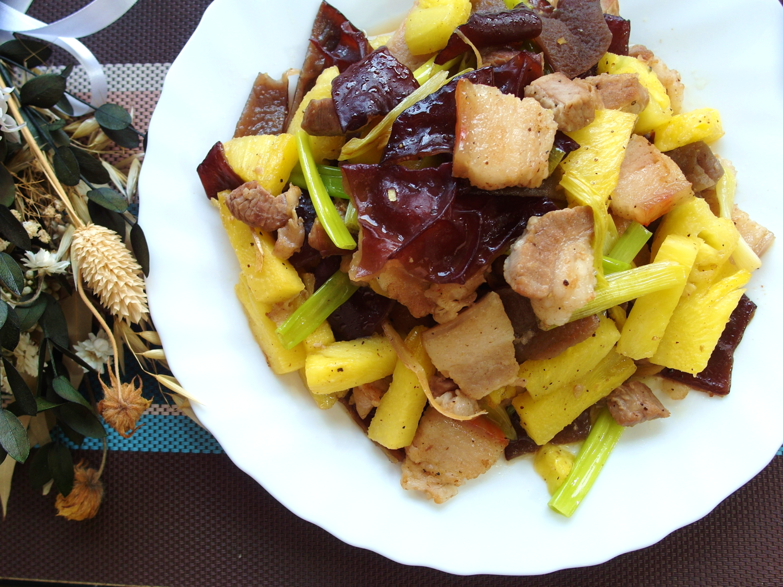 【家常菜】鳳梨木耳炒豬肉
