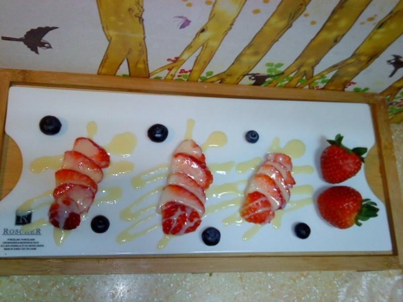 《草莓就愛鷹牌煉奶》煉奶草莓之飯後水果(小心上癮)