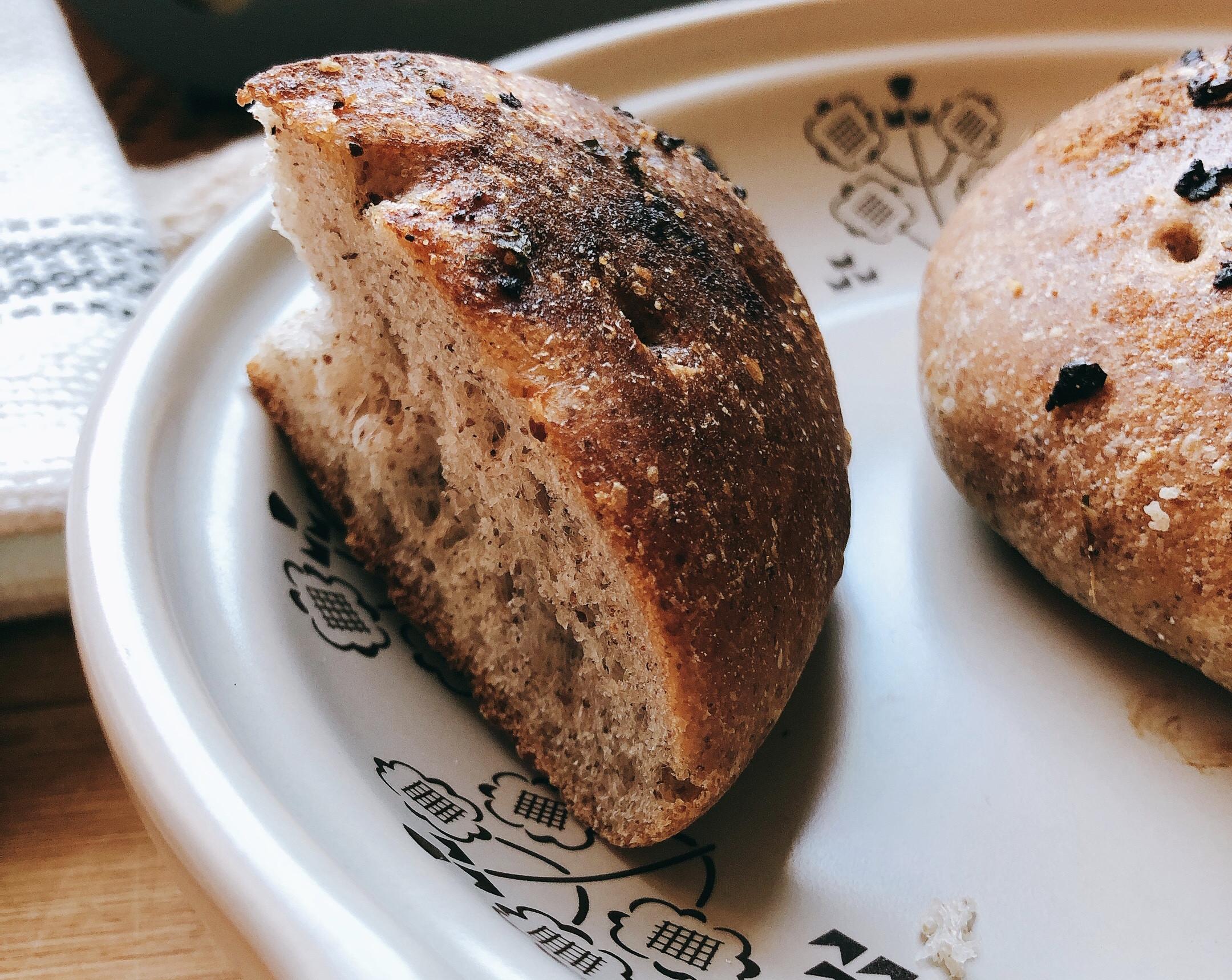 「麵包是幸福」黑麥橄欖油香蒜佛卡夏麵包