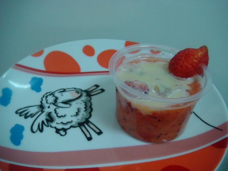 《草莓就愛鷹牌煉奶》奇莓汁