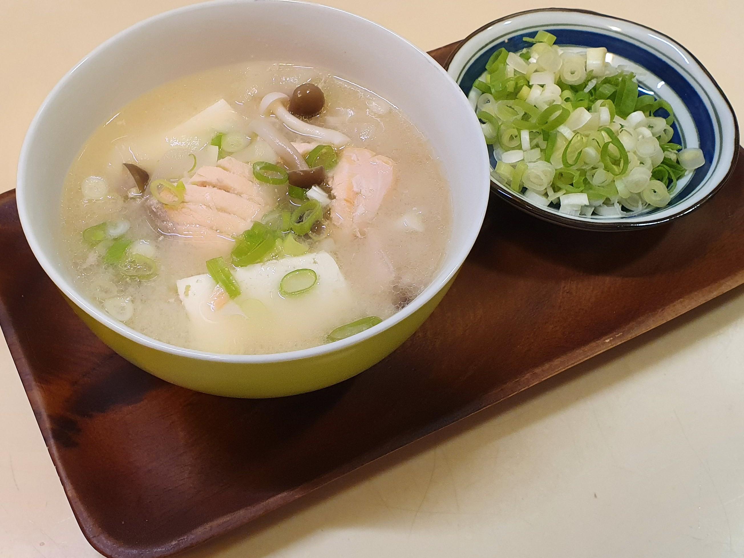 [外婆早餐] 鮭魚豆腐菇菇味增湯
