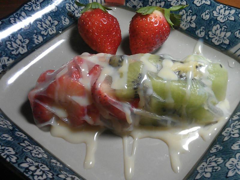 《草莓就愛鷹牌煉奶》煉奶莓果河粉捲