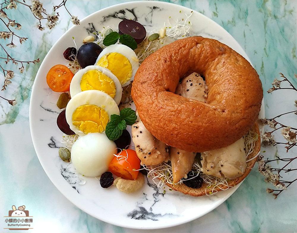 雞肉貝果堡早餐盤★免動火,電鍋完成肉蛋堡