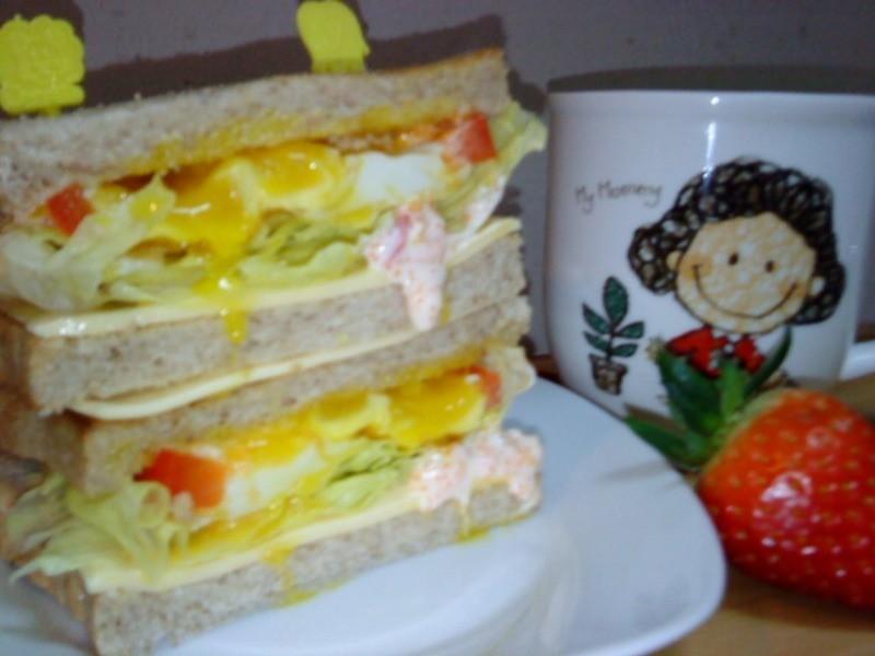 [Take a bread!創意三明治、麵包早餐]爆漿蛋黃魚卵三明治(小心上癮)