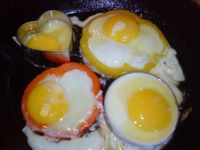 [Take a bread!創意三明治、麵包早餐]甜椒圈太陽蛋(小心上癮)