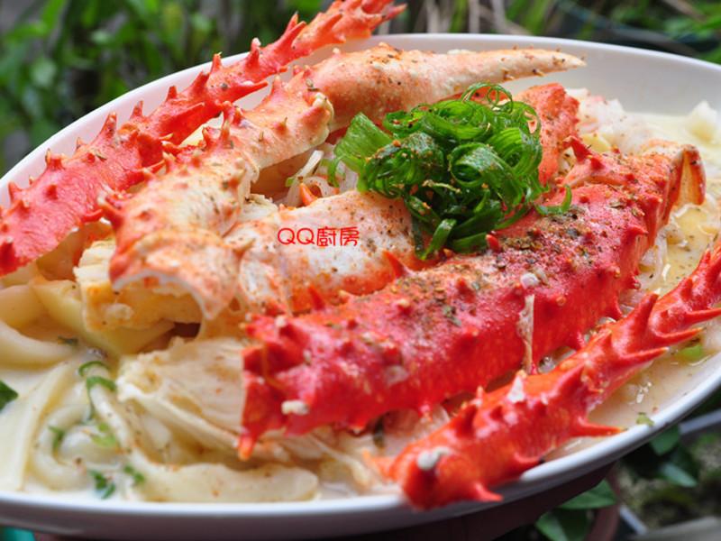 【海鮮年菜】蒜香奶油鱈場蟹腳燴板條