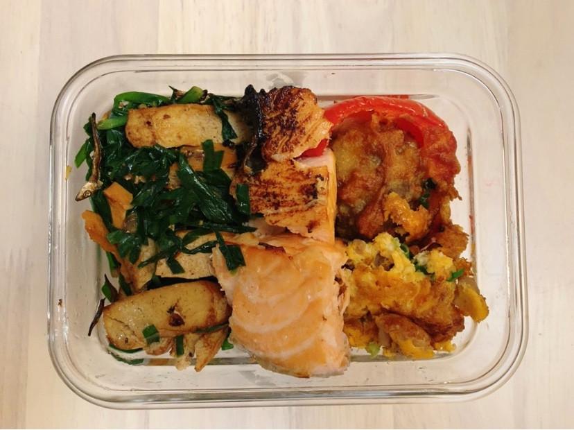 減醣便當 鹽麴鮭魚+氣炸紅椒起司牛肉