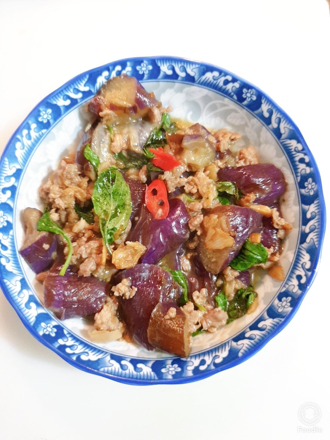 泰式餐廳的塔香辣炒茄子