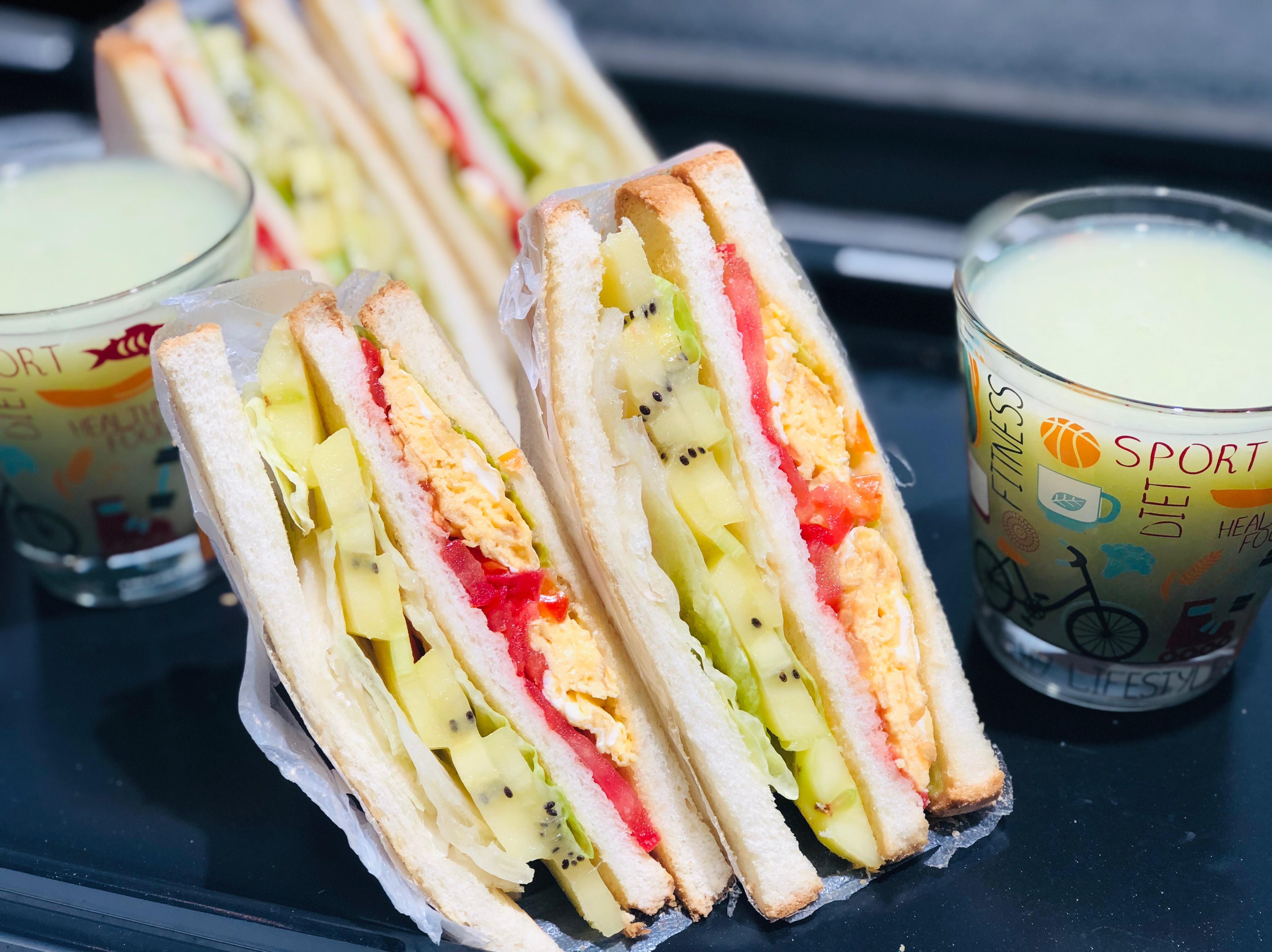 奇異果番茄生菜炒蛋三明治