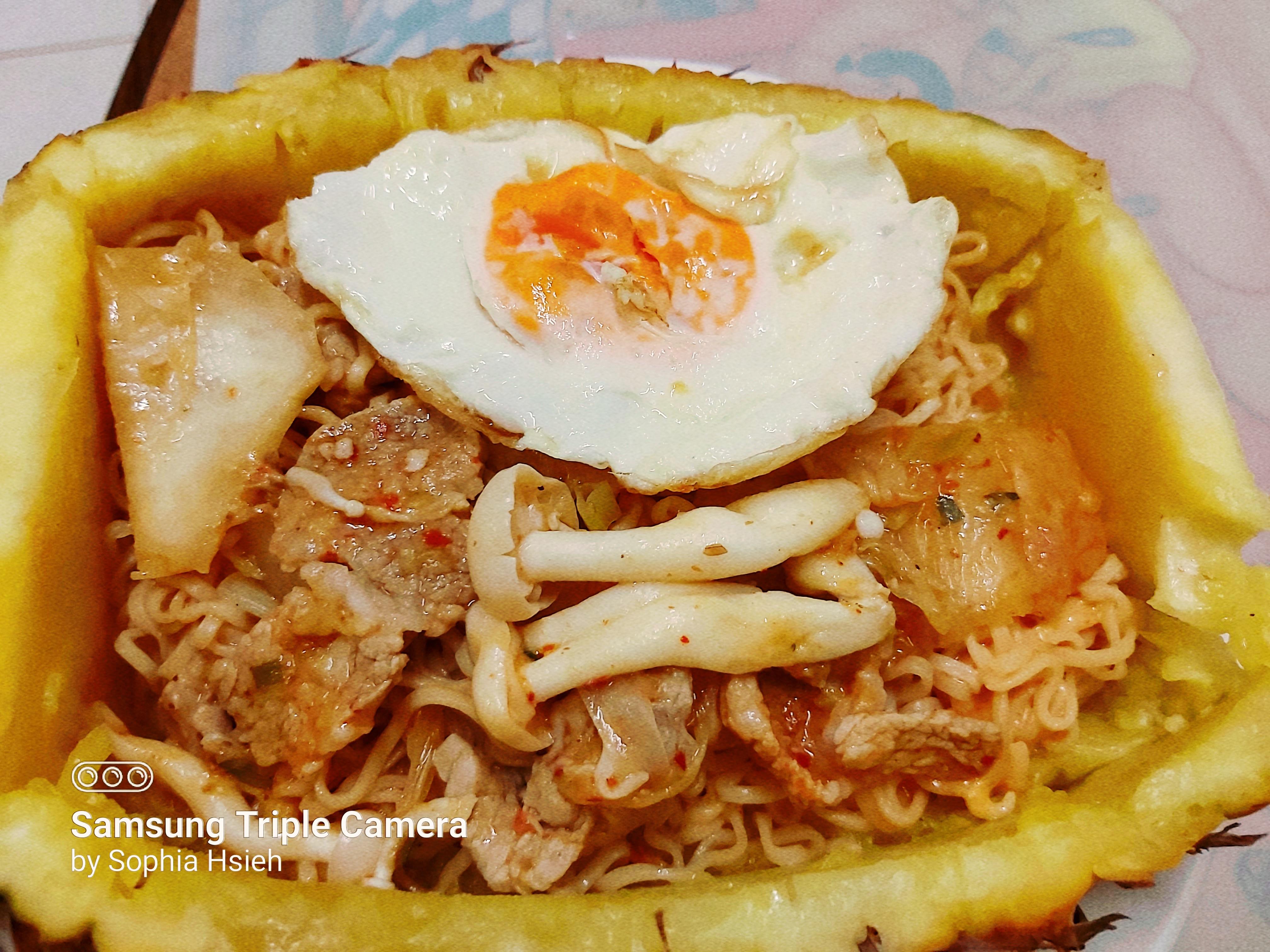 泡菜豬肉&鳳梨起司蛋炒泡麵