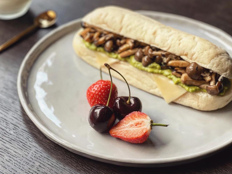 菇菇酪梨起司三明治