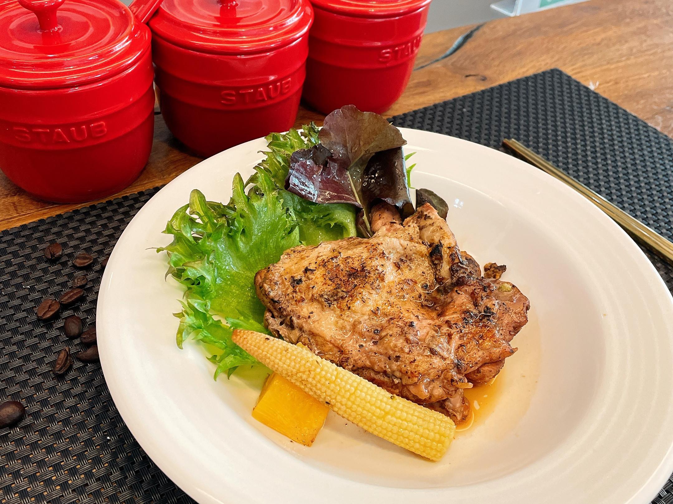 鑄鐵鍋-紅酒鳳梨燉雞腿排