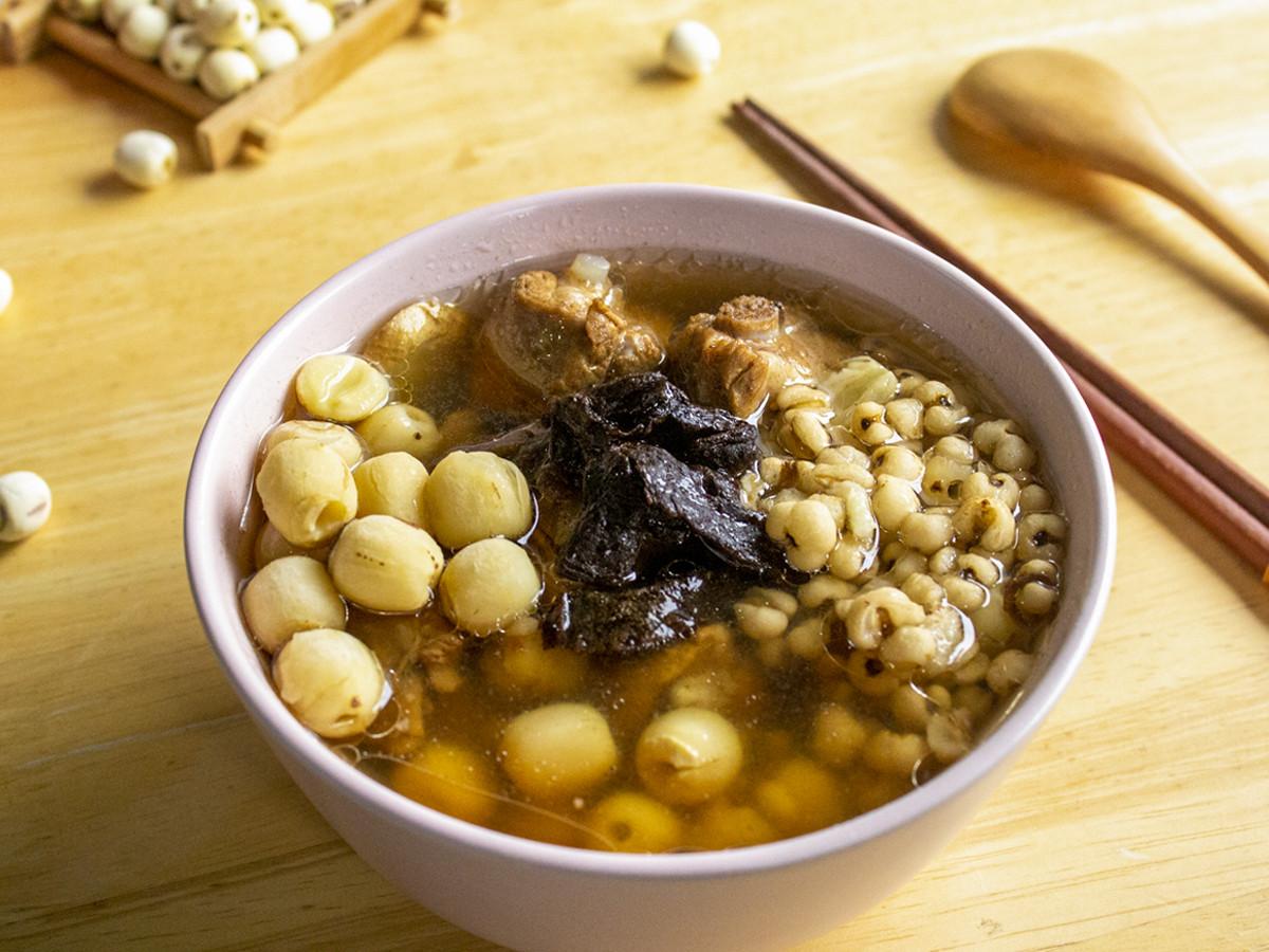 老菜脯蓮子薏仁排骨湯