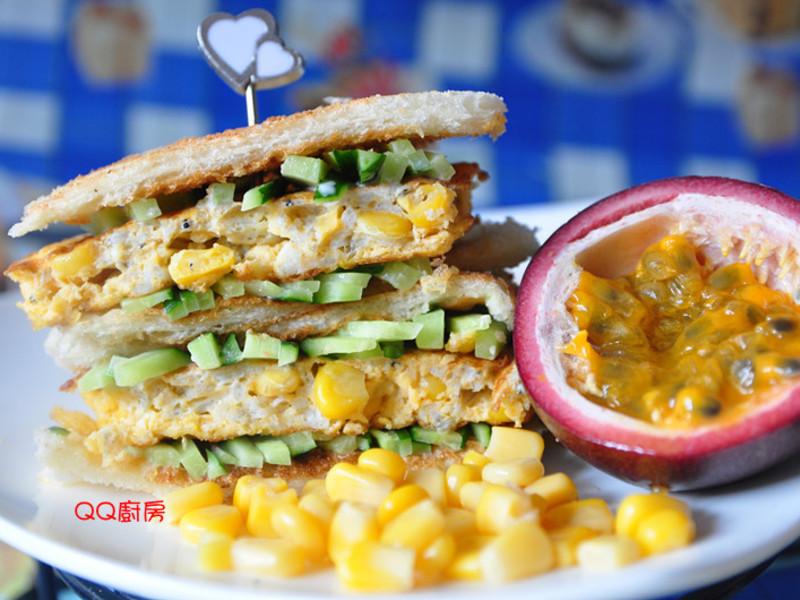『Take a bread!創意三明治、麵包早餐』蛋煎吻仔魚三明治