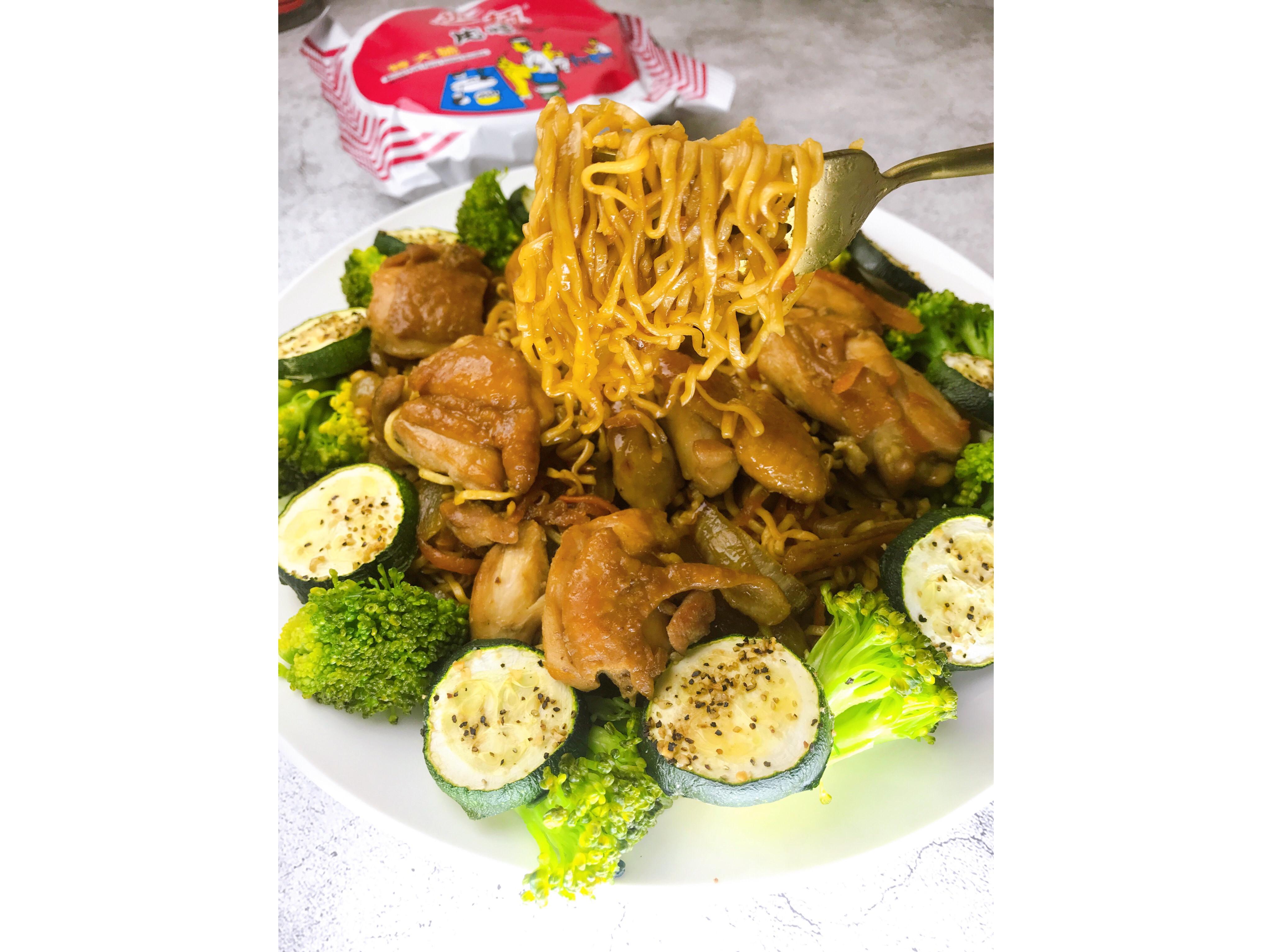 /健人料理/紅燒雞腿丁炒泡麵/統一麵肉燥