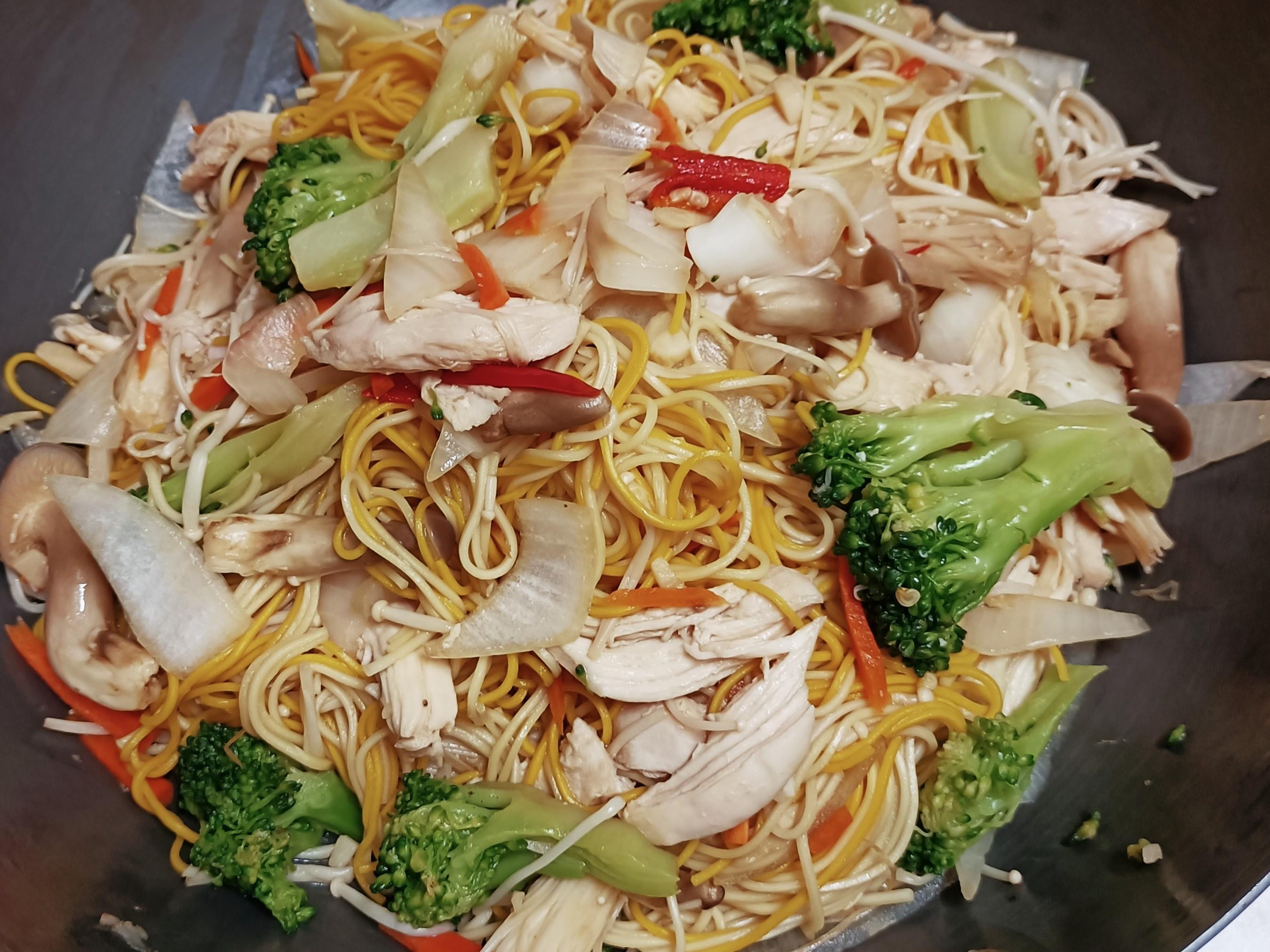雞絲菇菇炒雙色麵線