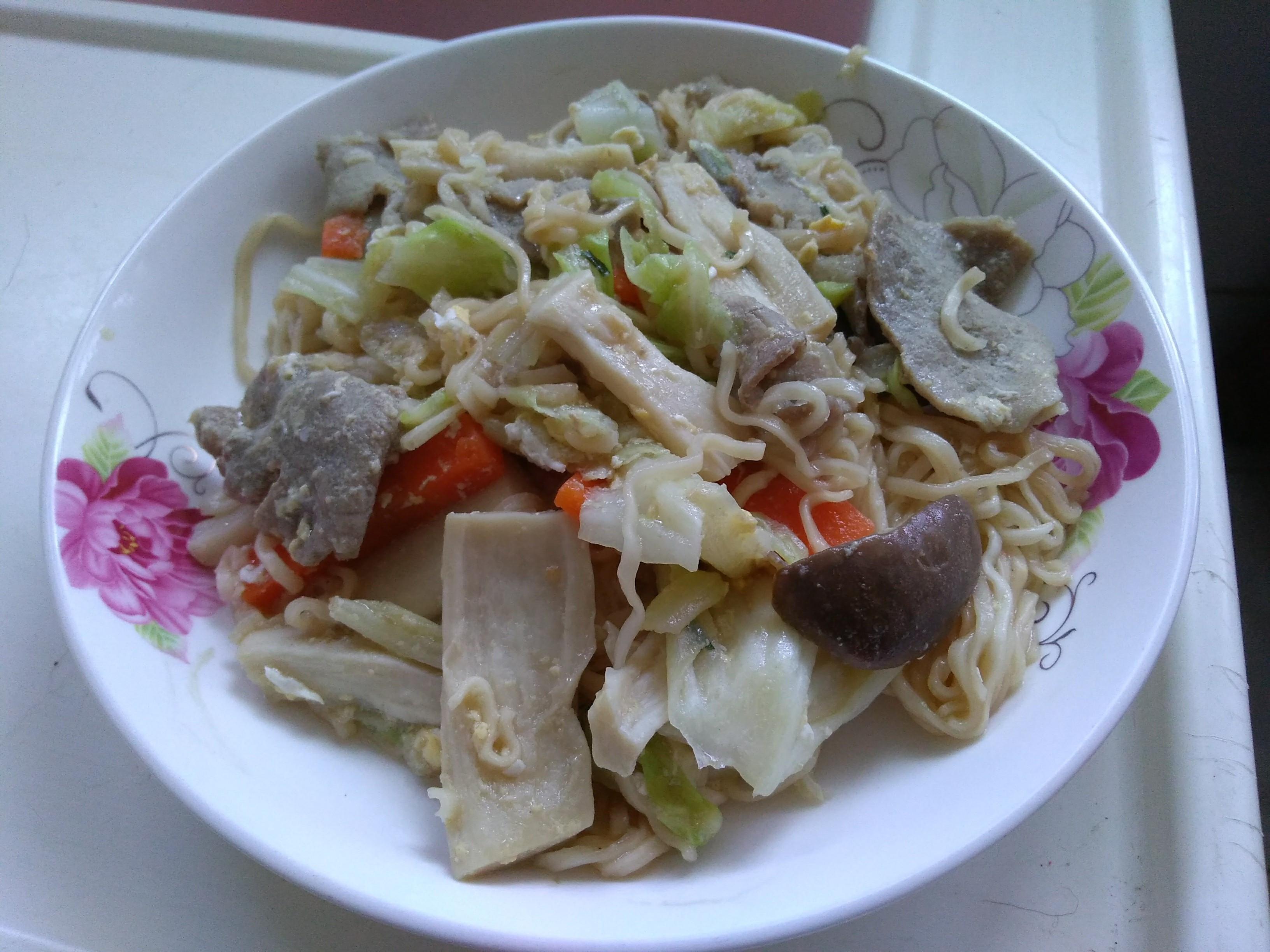 高麗菜炒泡麵