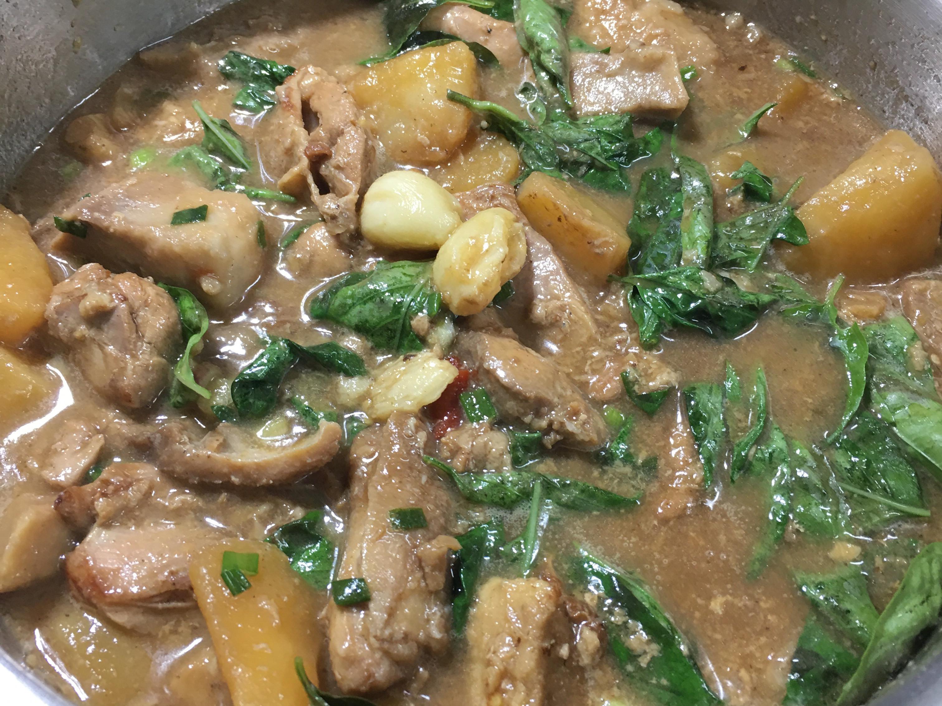 塔香雙芋煮雞肉