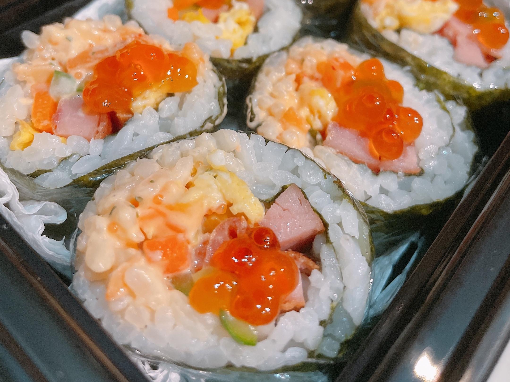 簡單壽司醋飯+午餐肉+龍蝦沙拉醬+鮭魚卵