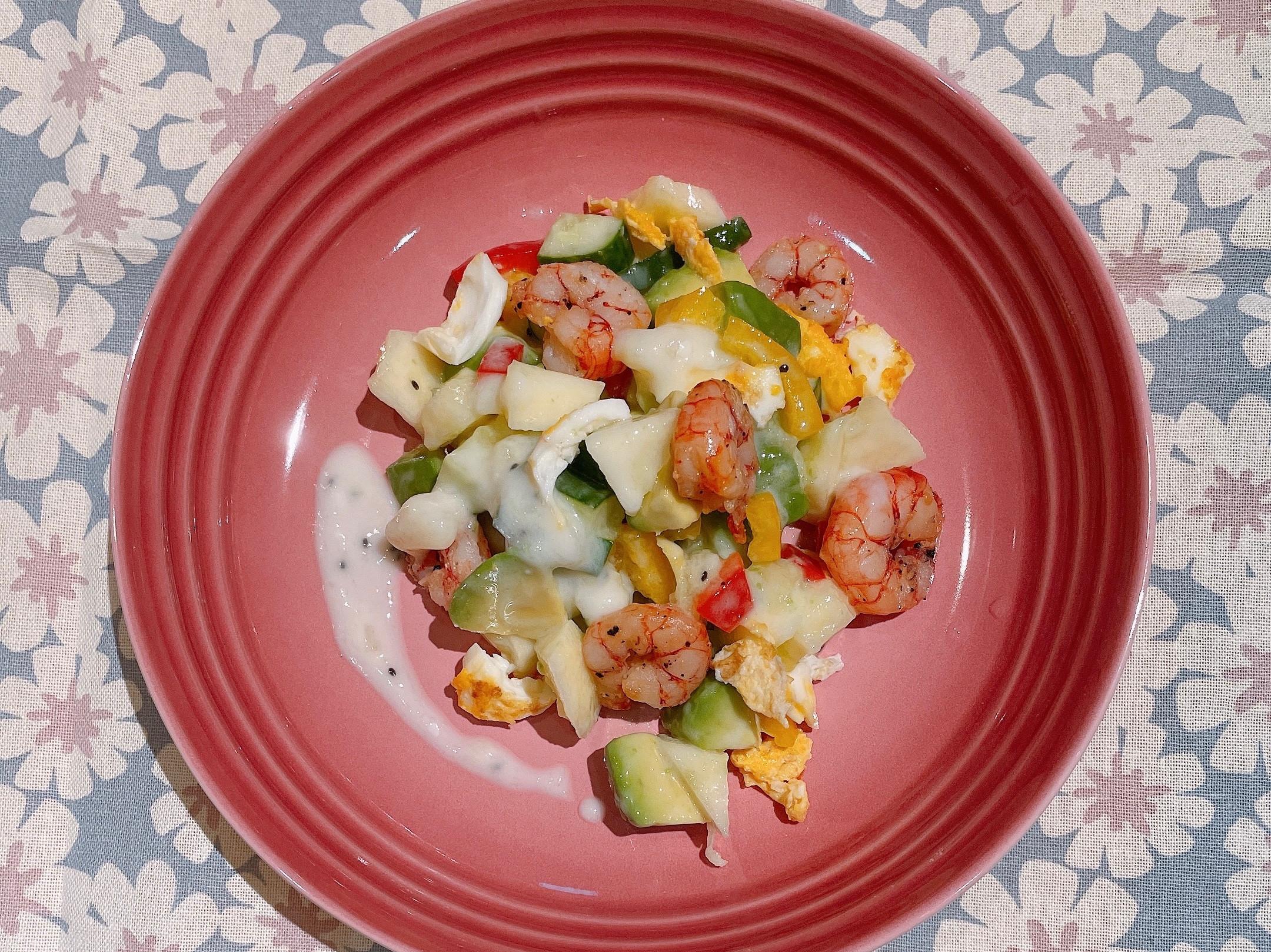 鮮蝦酪梨蘋果小黃瓜甜椒沙拉奇異果優格醬