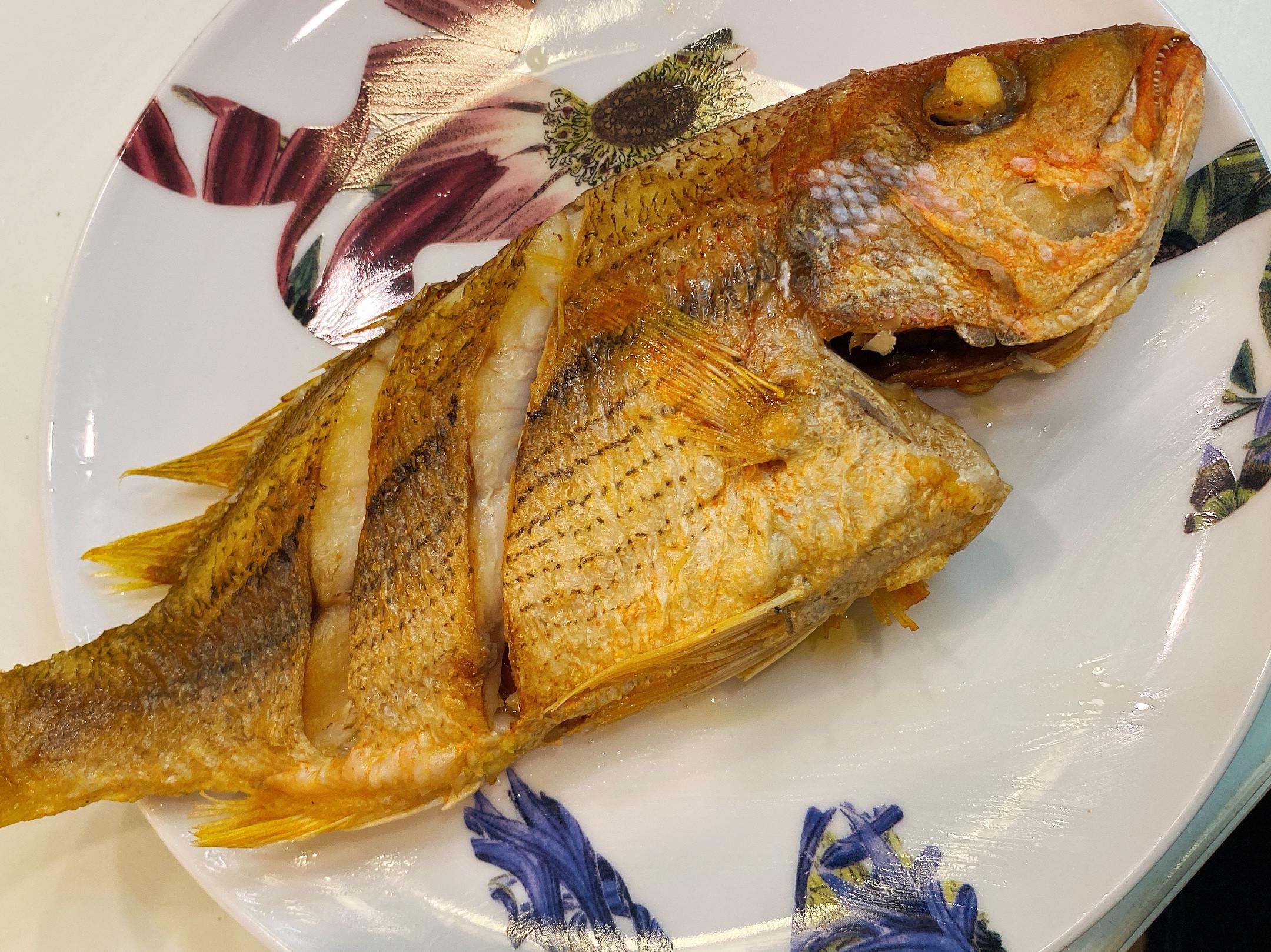 外酥內嫩乾煎海魚