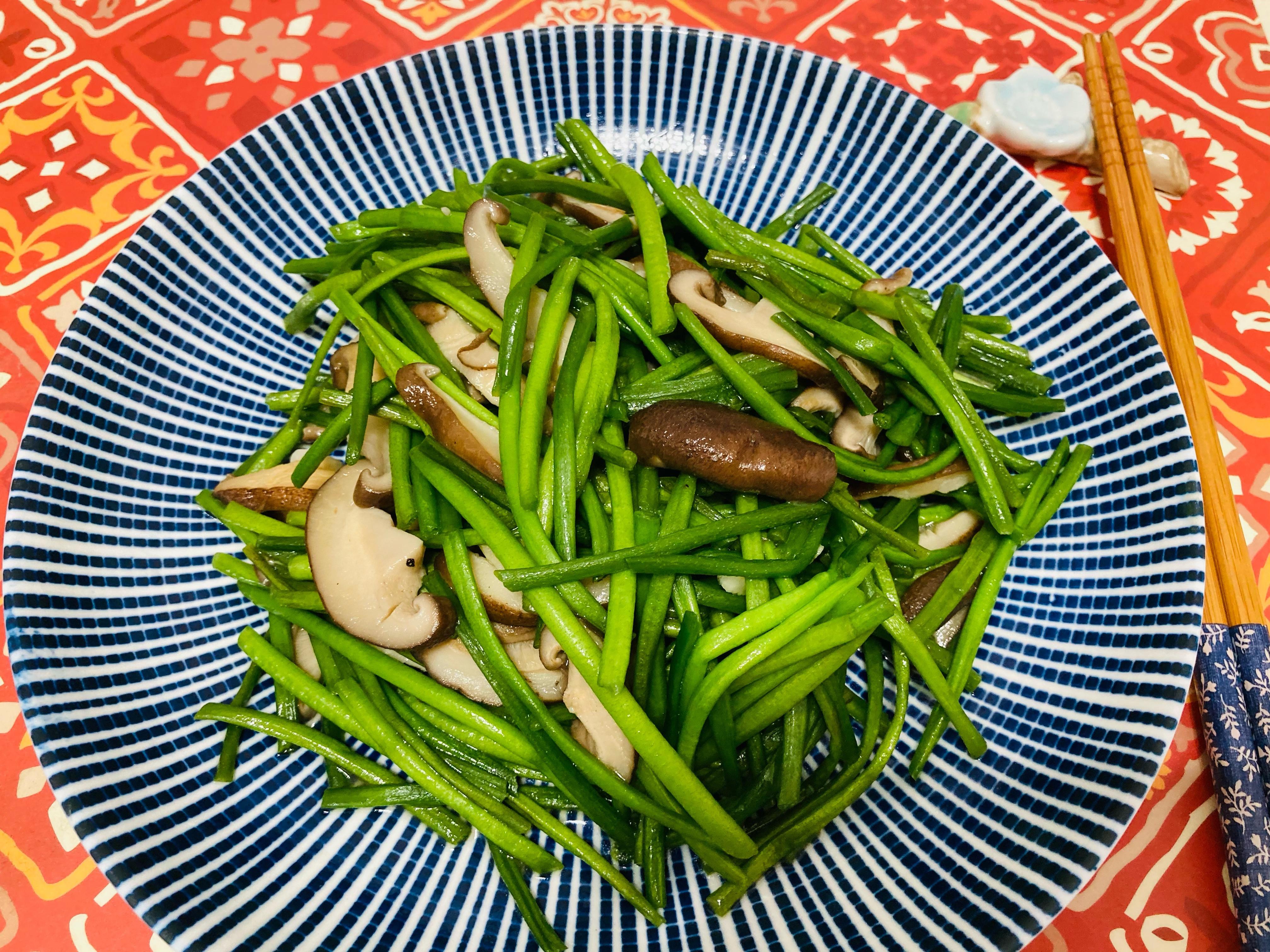 水蓮炒香菇/平底鍋/10分鐘/家常菜