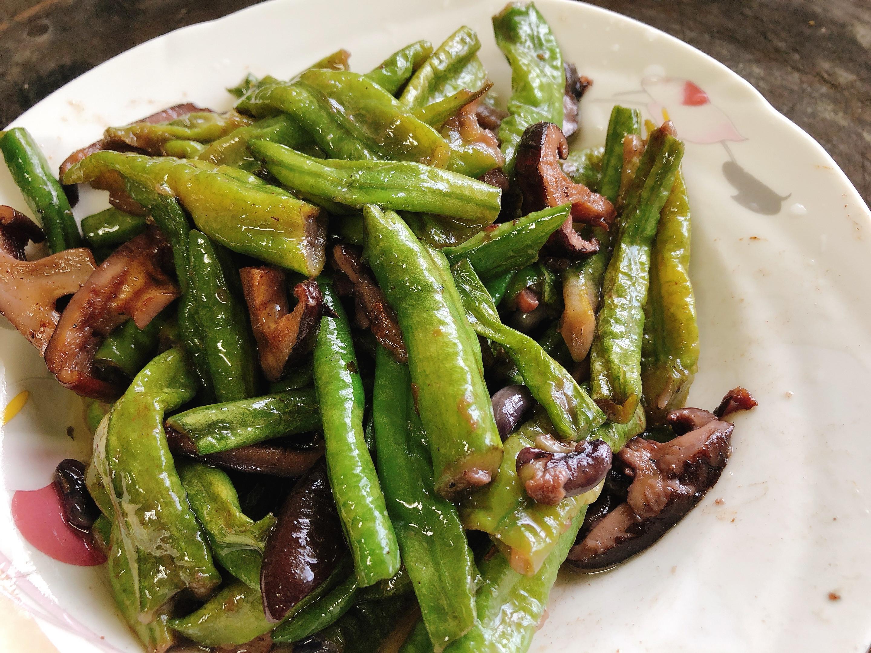 簡單好吃的豆類料理:長豆炒香菇