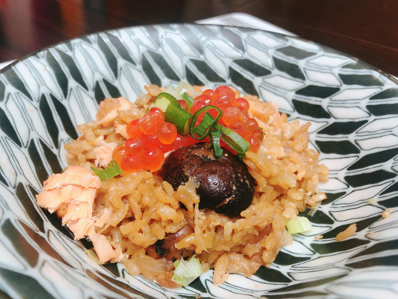 給新手超簡單「鮭魚日式炊飯」✨