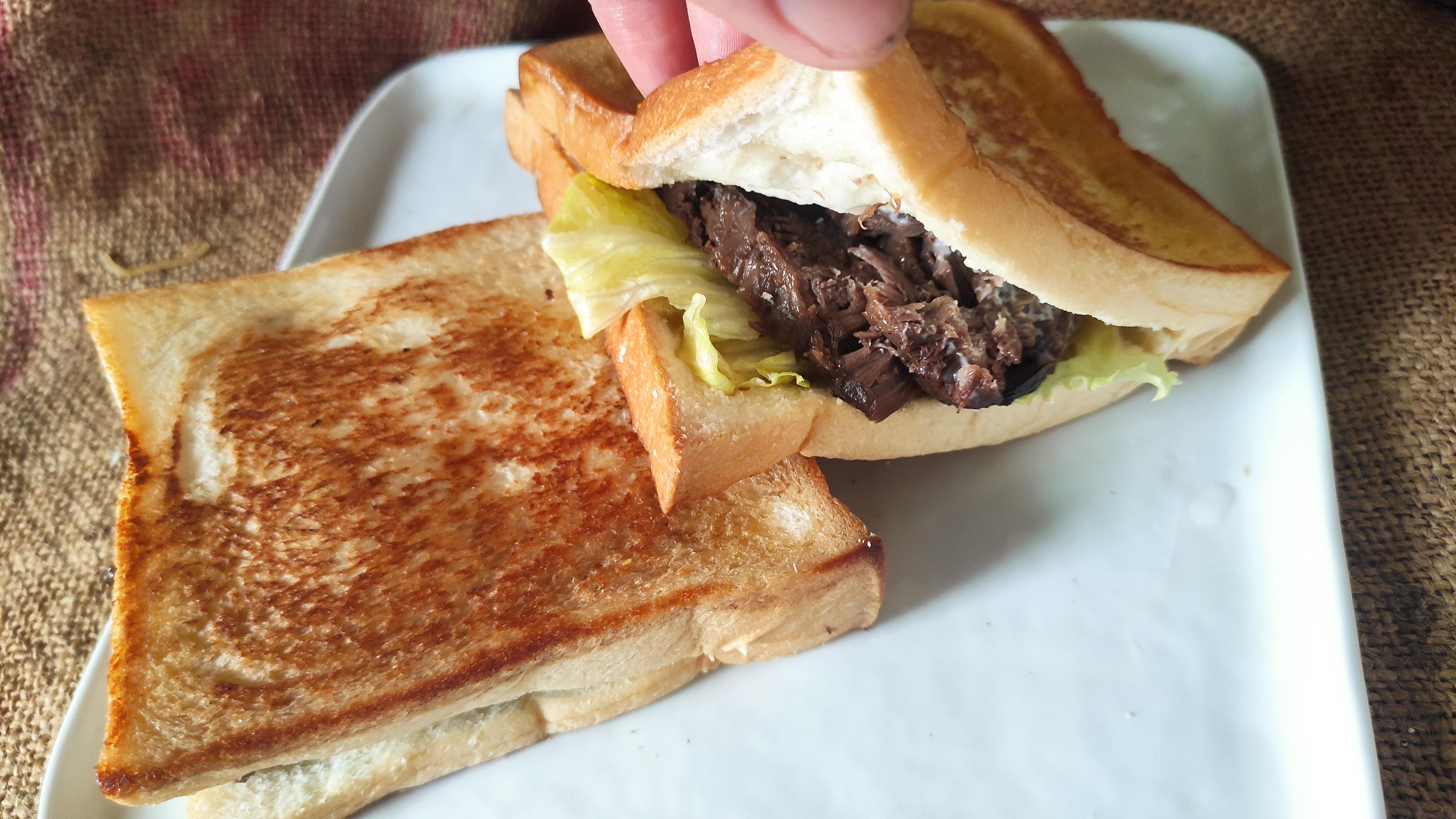 早餐厚片土司這樣吃─厚片牛肉堡