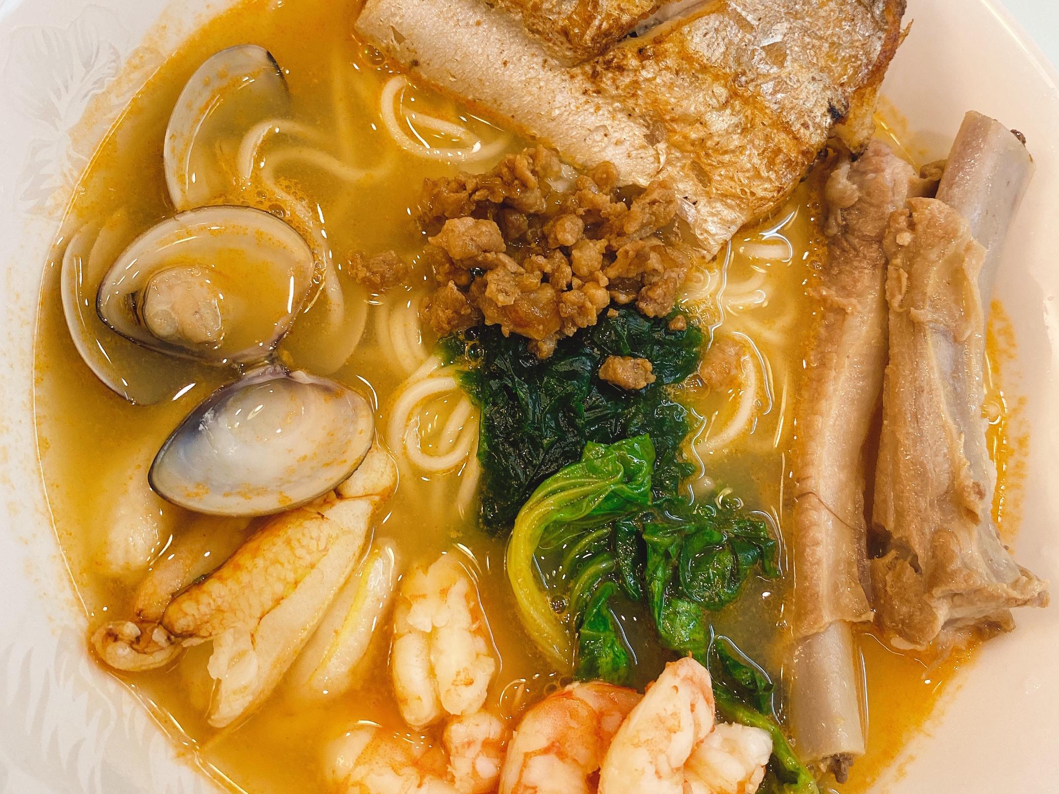 海陸雙拼海鮮湯麵