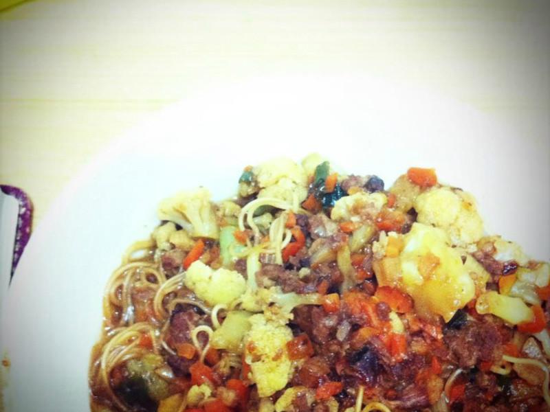 花椰胡蘿蔔碎肉燥炸醬麵線(隕石麵線)