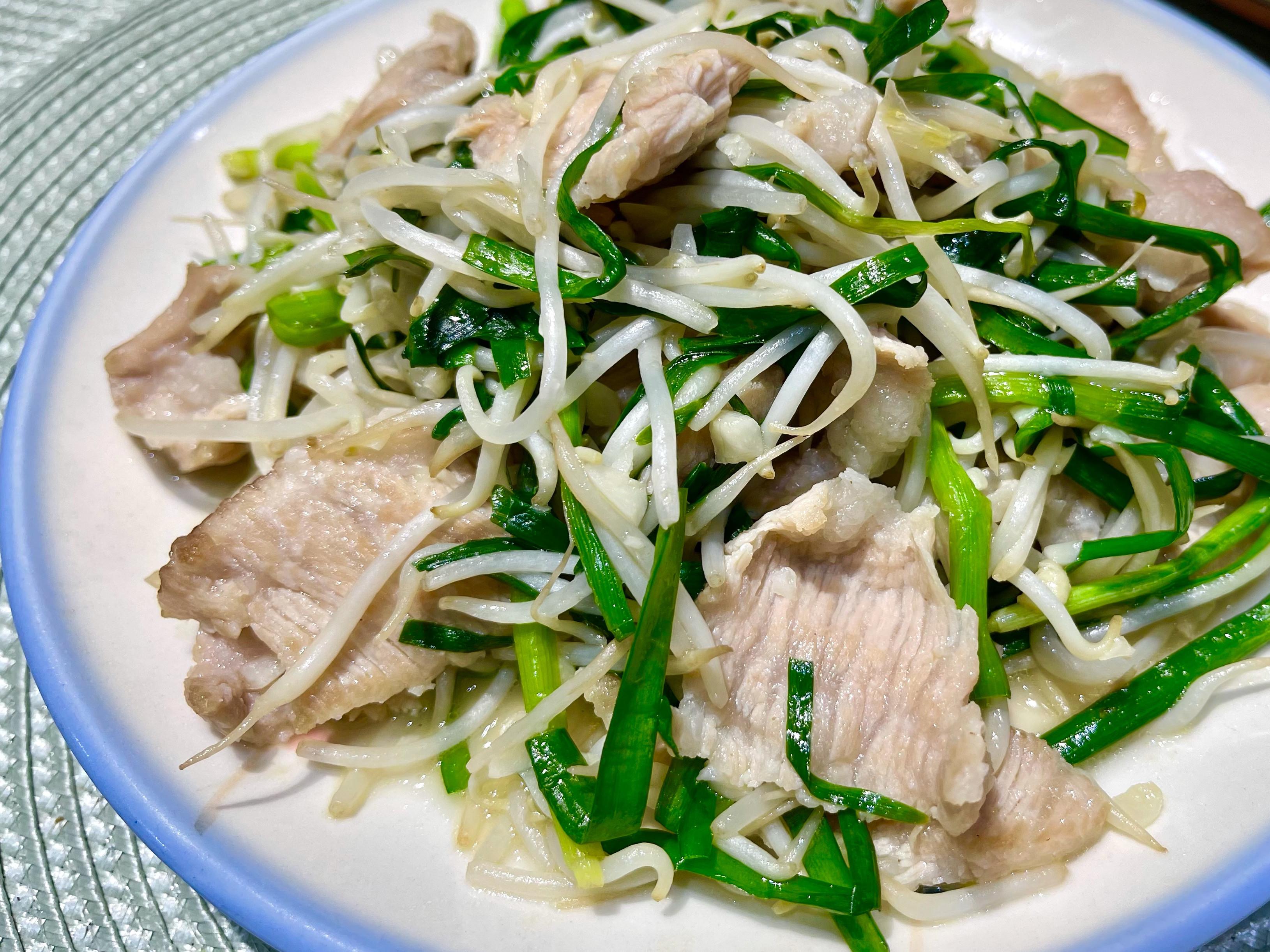 豆芽菜炒松板肉片