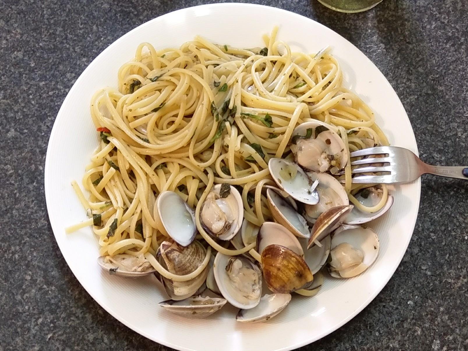蒜香白酒蛤蜊麵