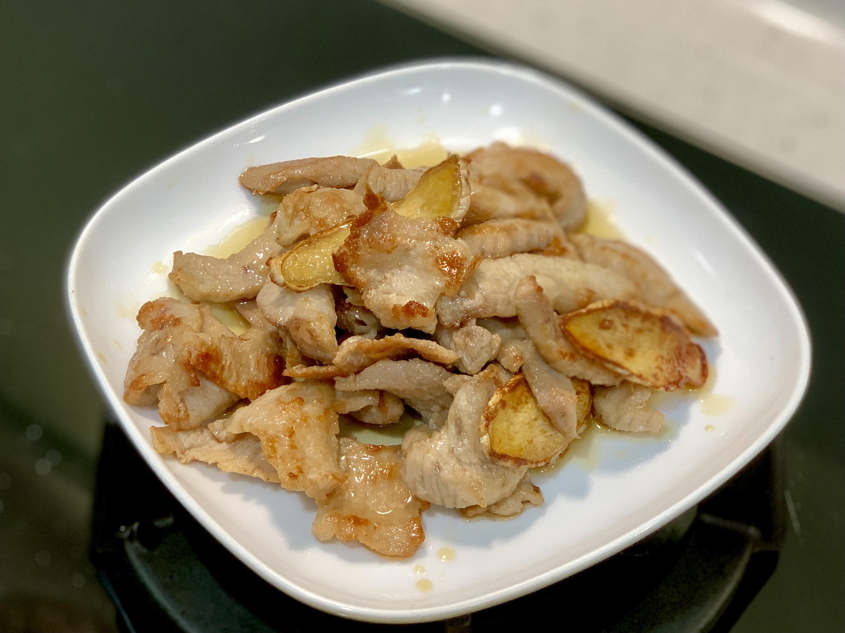 極致美味!炒~麻油薑片松阪豬