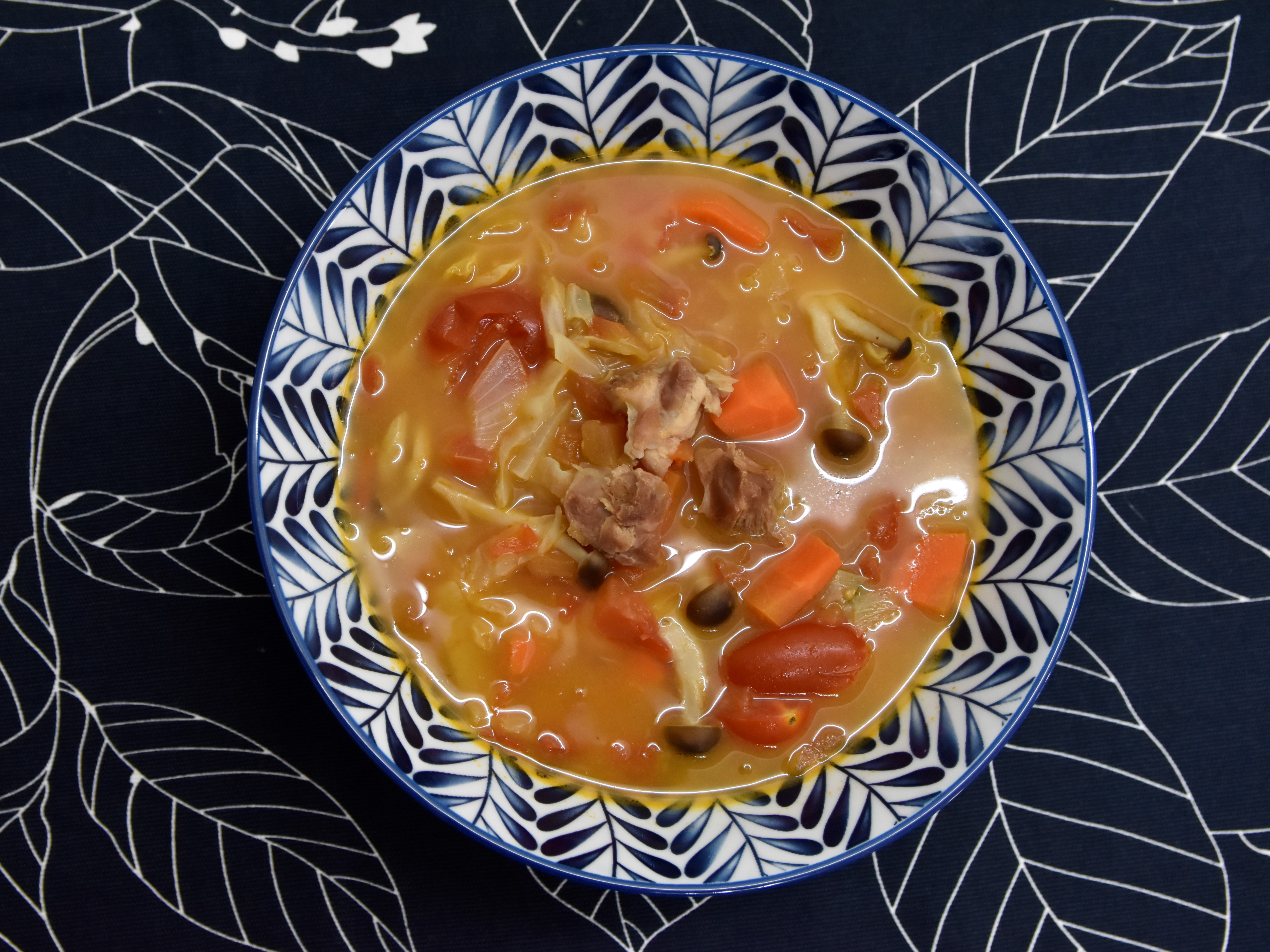 雞肉食譜分享:酸酸甜甜的番茄蔬菜雞腿肉湯