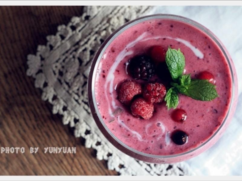 [Yun。在廚房]綜合莓果冰沙
