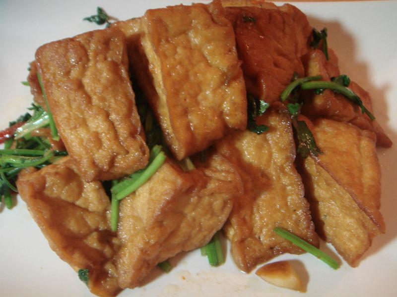 萬家香大吟釀薄鹽醬油--香菜三角油豆腐
