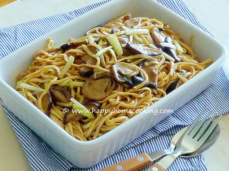 鮮菇燜伊麵~ 鮮菇爽滑、麵條滑韌