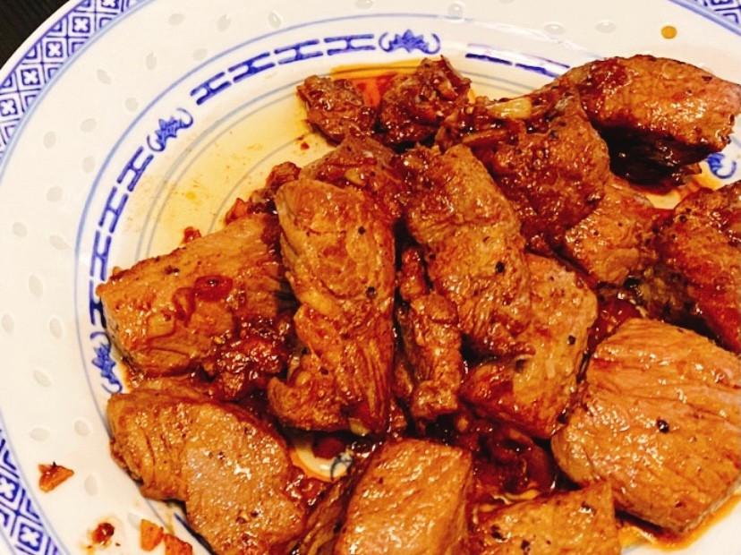 蒜茸黑椒牛柳粒