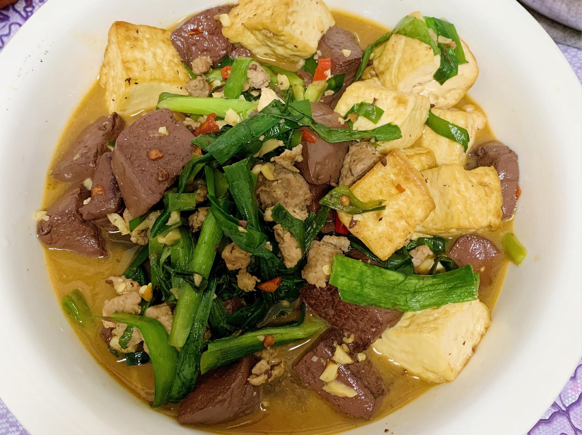 豆腐豬血韮菜燒
