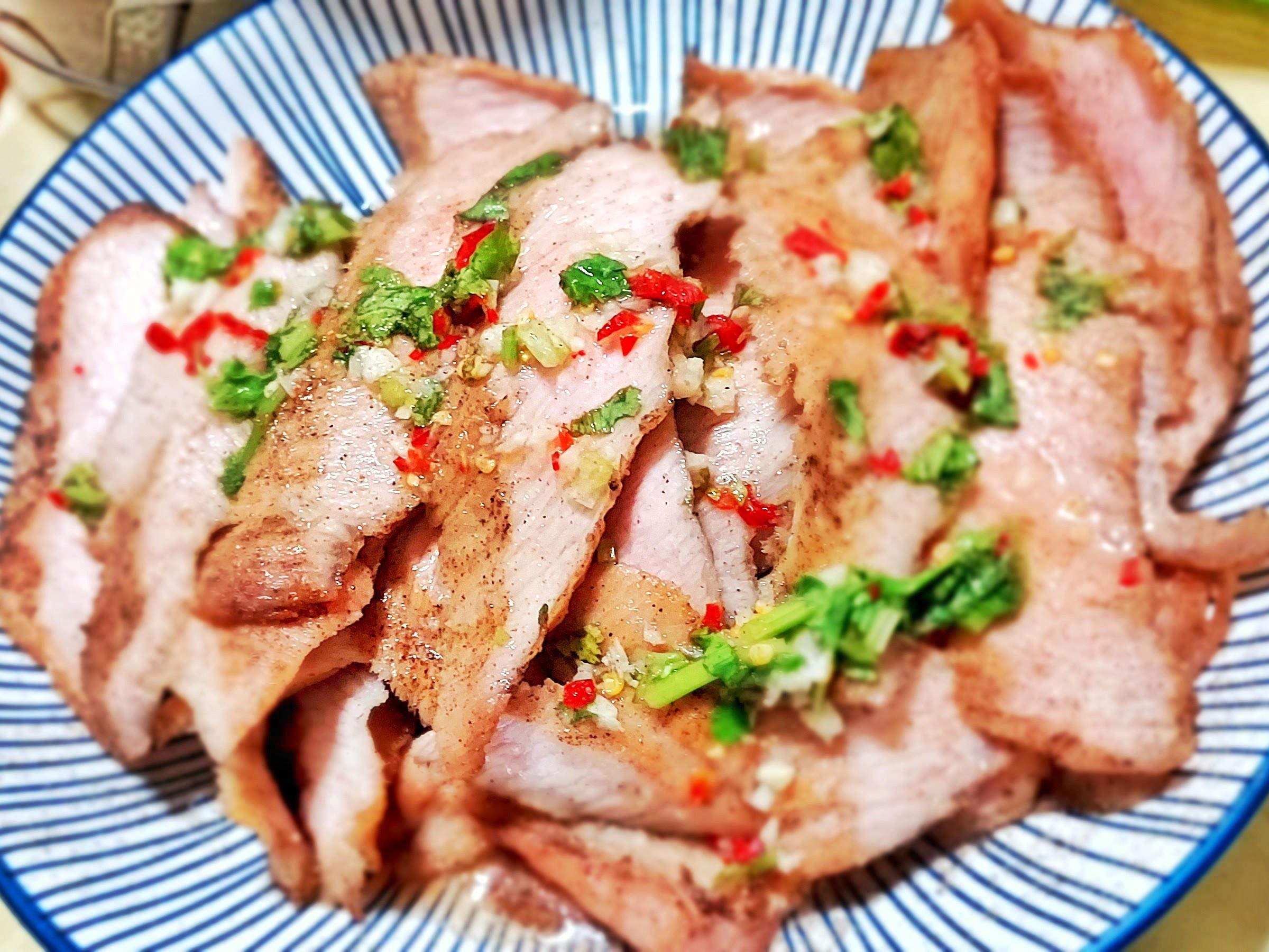 香煎松阪豬佐越式酸甜辣醬