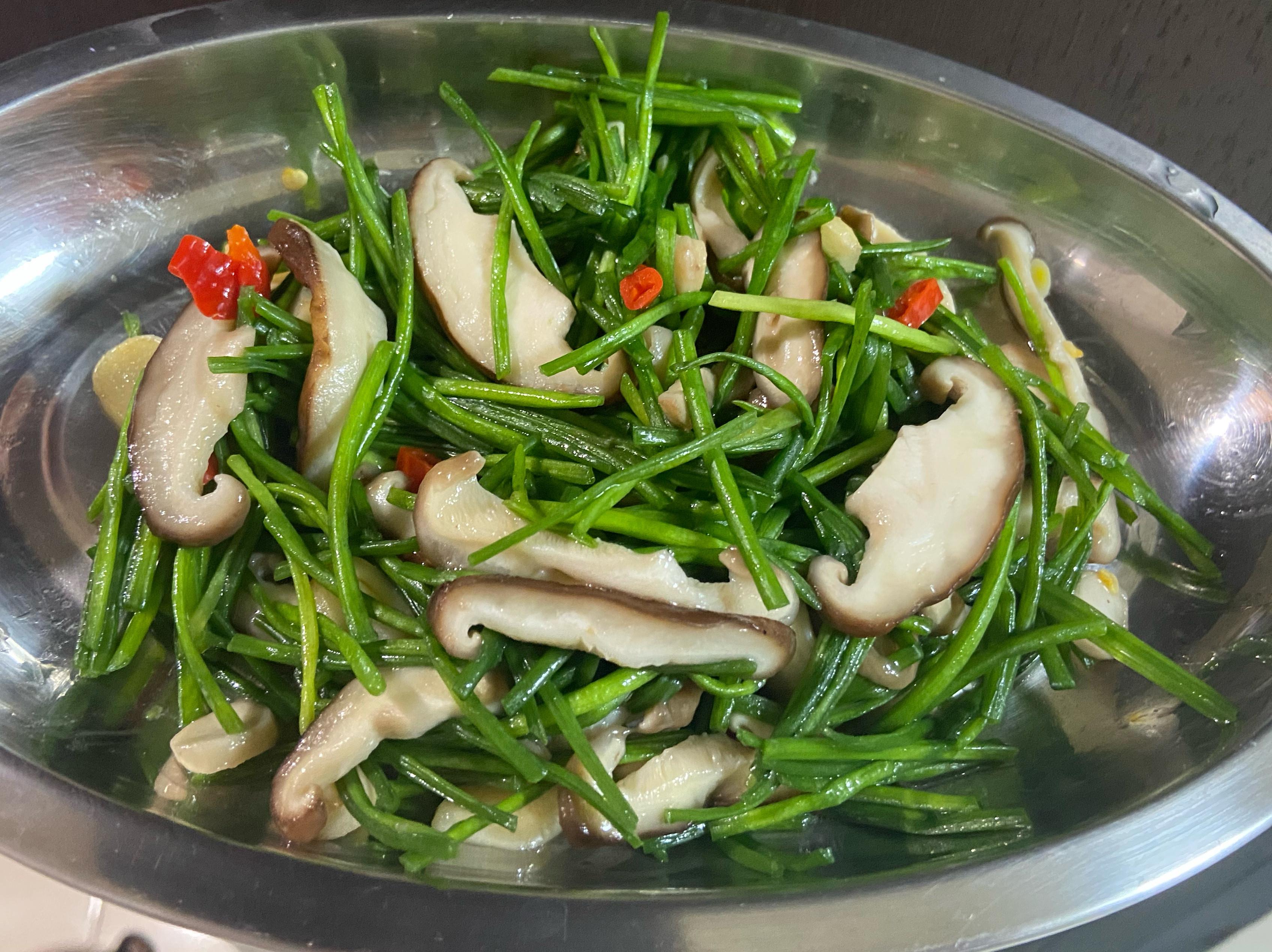周秉秉の香菇炒水蓮