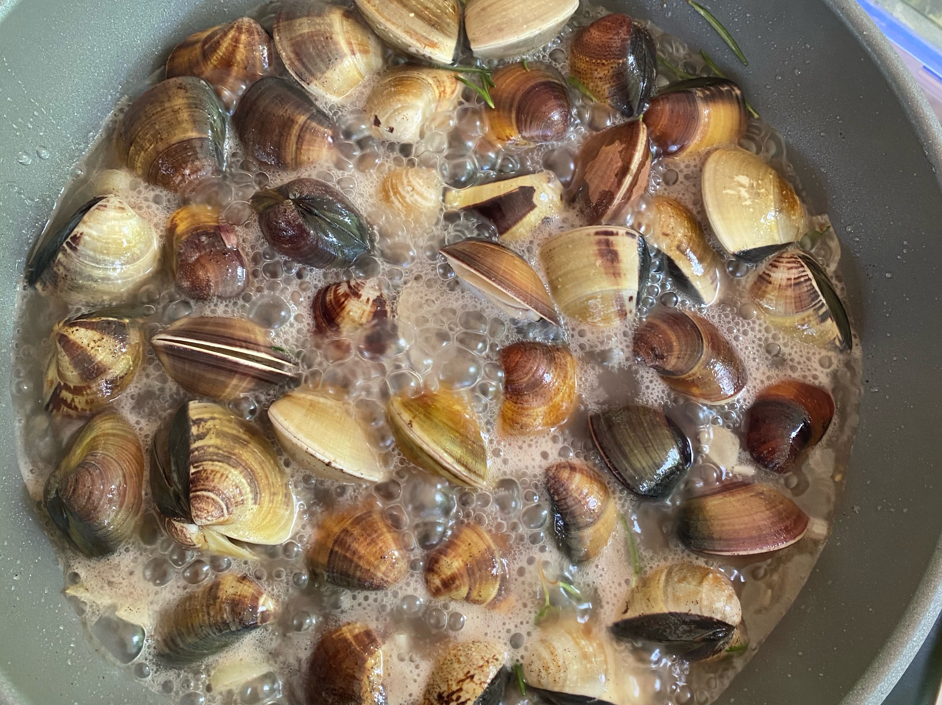 迷迭蒜香白酒蛤蜊