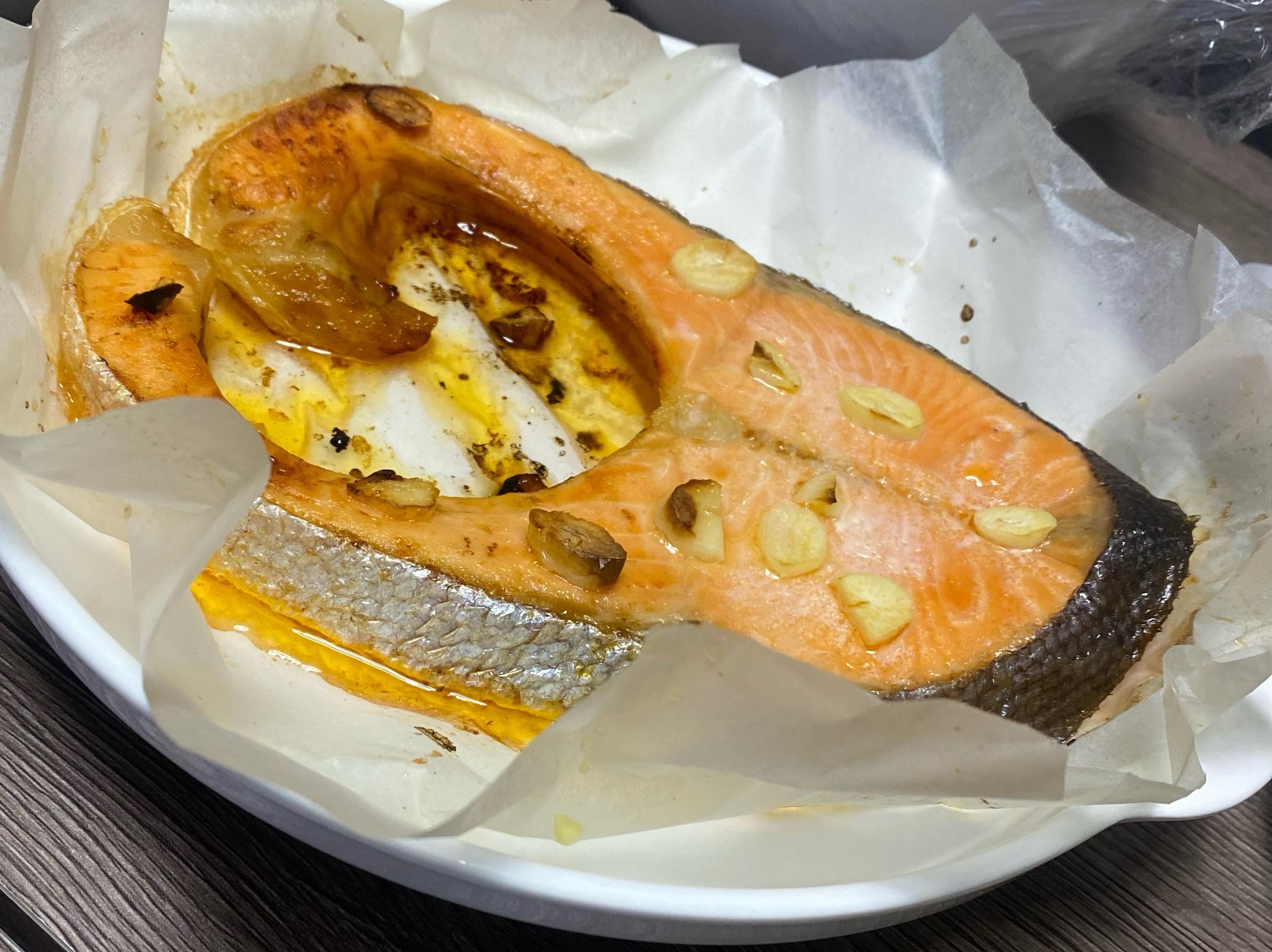 氣炸鍋高級料理「香蒜檸檬鮭魚」